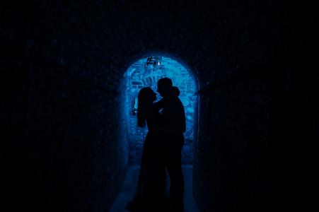 Séance photo de fiançailles avec Napa Valley - Au cœur de la silhouette bleue verticale