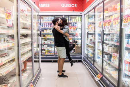 Pre-wedding portraits at Supermarket in Buenos Aires - Engagement session. Fun day