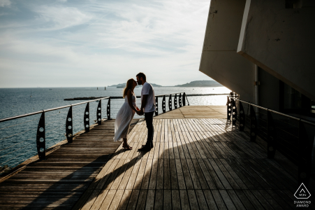 Marseille engagement portraits   afternoon session on the boardwalk Pier