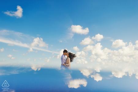 Fuijan: la pareja parece estar besándose en las nubes en esta sesión previa al retrato de boda