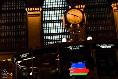 Grand Central NY portrait d'un couple devant l'écran