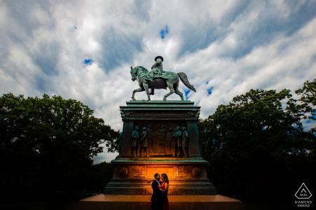 Washington DC Silhouette sur un monument commémoratif lors d'une séance photo de fiançailles