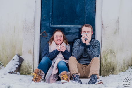 Roden engagement shooting on cold days - warm souls in the snow