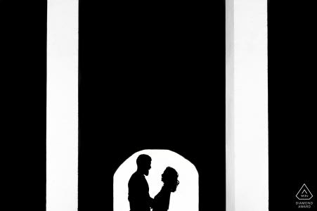 Le CSU East Bay porte ses fiançailles en noir et blanc.
