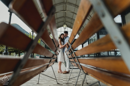 Séance photo d'engagement au lac Como pour des portraits avant le mariage