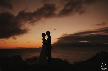 Hawaii, États-Unis, tournage sur la plage au crépuscule