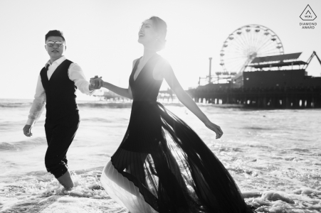 Santa Monica, Los Angeles Beach Photo Session for Engagement | Couple playing by the sea.