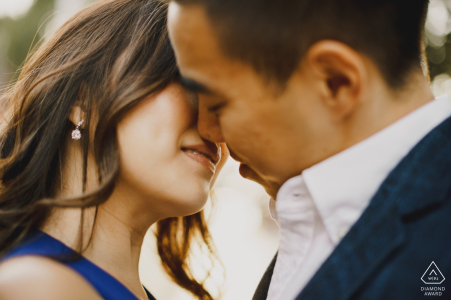 Engagement Photos from London - Couple kissing in the London sun