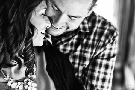 Photographie de fiançailles pour Buck's County, Pennsylvanie - L'image contient: noir et blanc, intime, couple fiancé