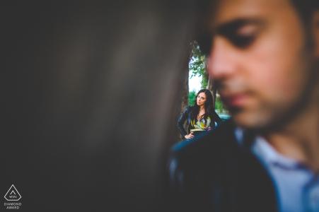 Siracusa Spring en Sicilia   Retratos de compromiso de una pareja en el parque