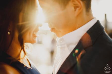 Londres - Les futurs mariés s'embrassant au soleil