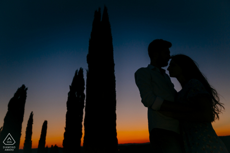 Tuscany, Val d'Orcia Portrait Session with Engaged Couple — Silhouette among the Tuscan cypresses