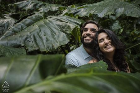 Parque Lage, Rio de Janeiro, Brésil pré portraits de mariage | Ce couple aime la nature, voit le bonheur sur leurs visages