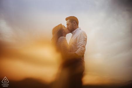 Mersin Turkey Portrait de couple à travers un verre orange