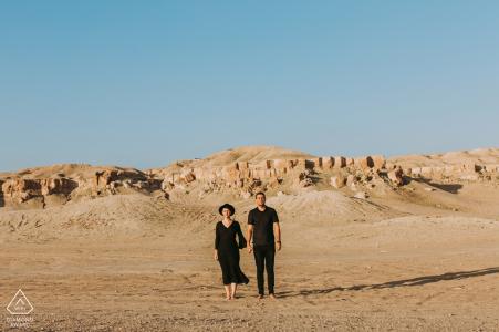 Kuwait - Nirgendwo Paar-Verpflichtungs-Porträt gekleidet in ganz Schwarzem