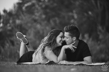 Portraits de couples au lac Trasimène - Séance de fiançailles avant le mariage