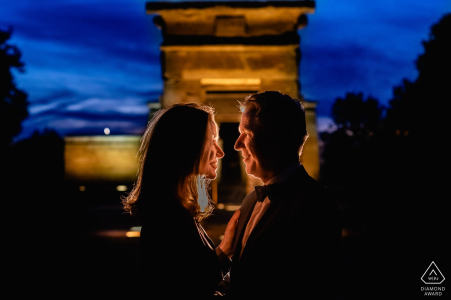 Madrid Sunset at the temple - Engagement photo with a light