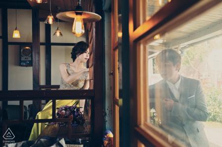 Taiwan, Hualien photographie de session avant le mariage - Portrait contient: vintage, éclairage, ampoules, verre, fenêtres, à l'intérieur, à l'extérieur