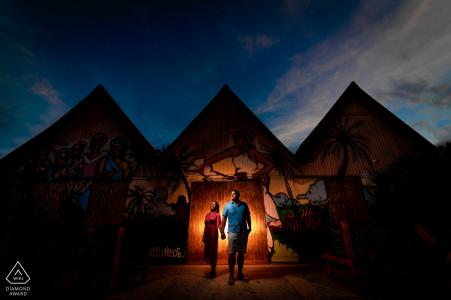 Pinones, PR Engagement Photography - L'image contient: Un lieu commun se transforme en pyramides