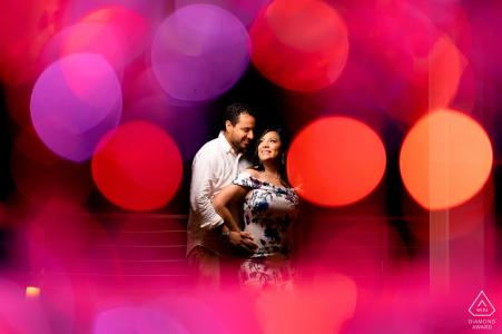 Courtyard by Marriott, Isla Verde PR Engagement Photo Session - Portrait contient: Verres à champagne pour créer un bokeh qui encadre le couple