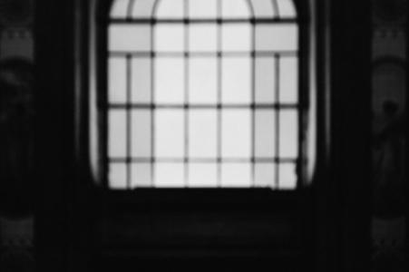 Portugal Engagement Photography - Portrait contient: fenêtre, verre, teinté, baiser, menton, vertical