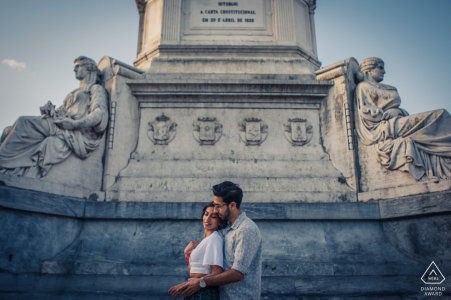 Lisbon, PT engagement session at a memorial structure.