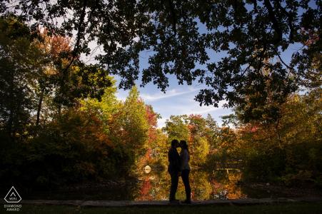 Elm Park, Worcester, Massachusetts Fotografia di coppia di fidanzamento - Il ritratto contiene: Silhouette con fogliame