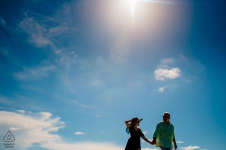 Fort Jefferson, Verlobungsfotograf im Dry Tortugas National Park: Wir hatten einen Tag mit blauem Himmel und ich wollte eine coole Landschaft schaffen, die das Gefühl unseres Tages widerspiegelt. Wir waren 70 Meilen vom Land entfernt auf einer Insel. Also wollte ich das Gefühl zeigen, zu schweben