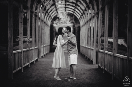 Vignamaggio, Florencia, Toscana fotografía previa a la boda | Imagen de compromiso en blanco y negro