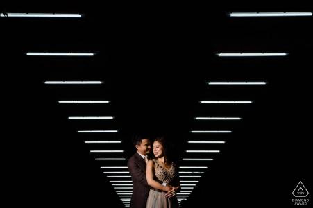 Hong Kong Engagement Portrait Photographer | Sessione di coppia illuminata in alto