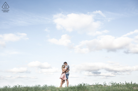 Bertinoro, Italy engagement and pre-wedding portraits | A sweet moment through a tale-like melting athmosphere.
