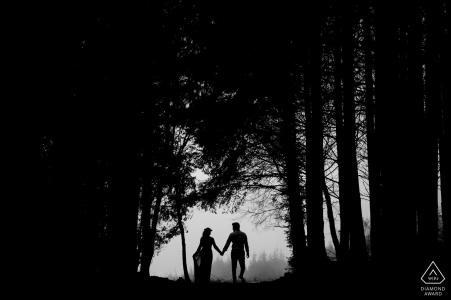 Engeland Haldon Forest Pre Wedding Image - Een wandeling in het bos