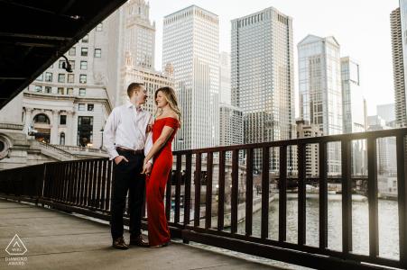 Illinois Chicago Engagement Session unter der Dusable Bridge