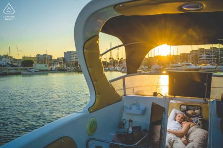 Fotografía de compromiso | Siracusa Boating Couple