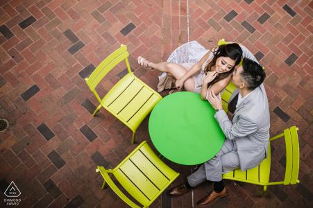 Sesión de pareja comprometida | Chinatown, Oakland CA - Café para dos