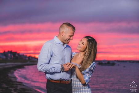 Verlobungsfotografie   Brant Point Leuchtturm, Nantucket Island, MA - Verlobungssitzung bei Sonnenuntergang.