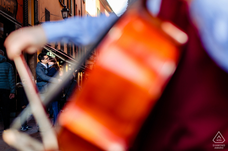 Couple Engagement Photo Session | Bologna, Italy - Love and music