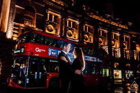 Session d'engagement au Royaume-Uni - Portraits de nuit à Londres