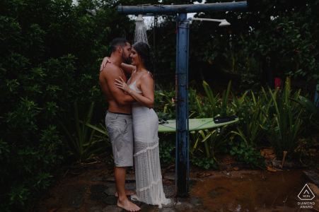 Linhares, Espírito Santo, Brazil e-Session with a couple taking outdoor shower together at the beach