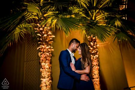 Dubaï, Emirats Arabes Unis, couple avant le tournage de mariage dans l'hôtel du centre-ville de Dubaï Palace