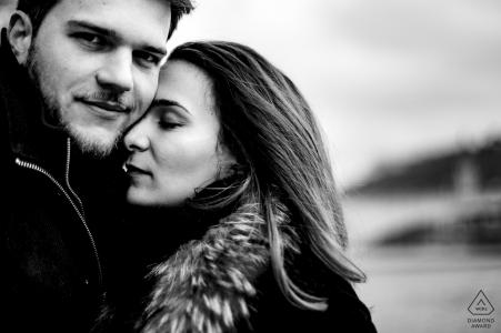 Engagement love session dans le vieux Lyon in black and white