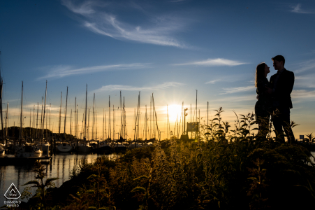 """a couple is standing in front of the """"jachthaven de batterij"""" in Willemstad the Netherlands"""