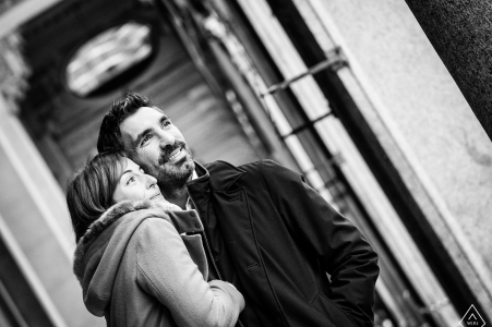 engagement photography in Italy for couples loving black and white