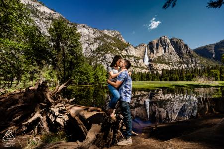 Yosemite National Park, Californie Portraits de fiançailles en plein air - Chute d'eau vous