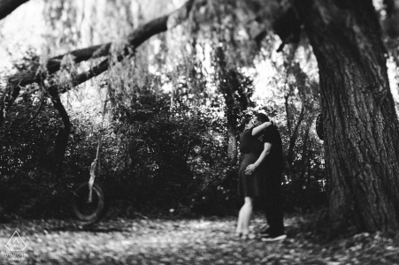 Wagenhallen Stuttgart couple portraits in black and white with an engagement Tree of Love