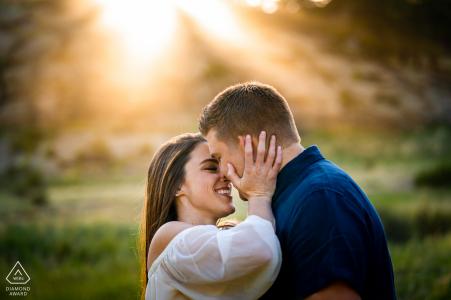 séance photo de fiançailles pour un jeune couple à Eleven Mile Canyon dans le Colorado