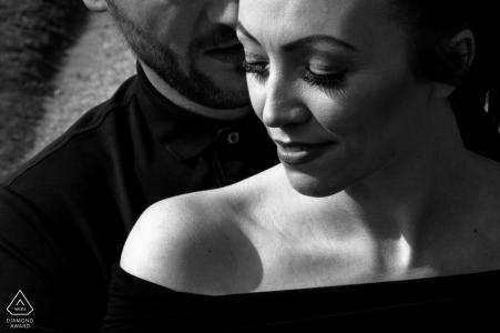 Staffordshire Harsh light portrait de couple noir et blanc pour ces 2 jeunes amoureux
