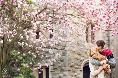 Morristown New Jersey Verlovingssessie tussen de kersenbloesems