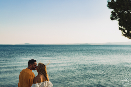 the couple at the shore of the lake during portrait session in Bolsena Italy