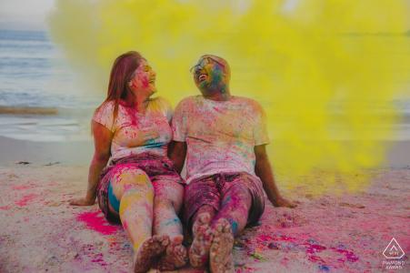 Mbezi Beach, Dar-es-Salaam Holi inspirierte das Pre-Wed-Shooting am Strand